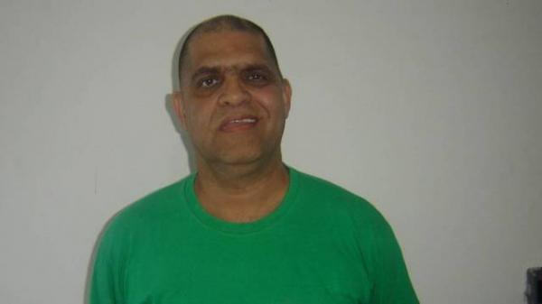 Mesmo preso, pastor Marcos Silva faz oração em presidiários e conversões