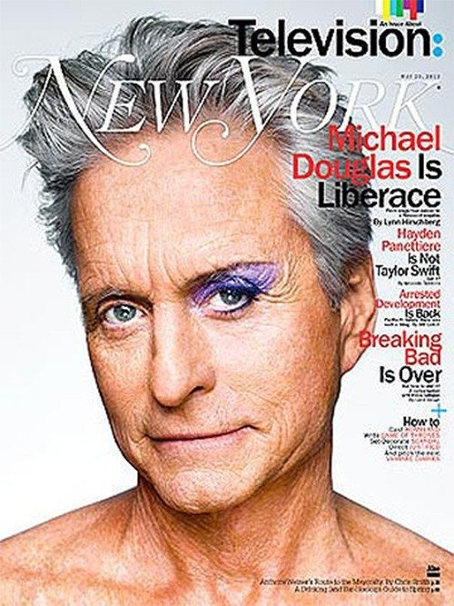 Michael Douglas posa maquiado em revista e fala de beijo em Matt Damon