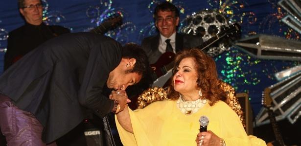 Neymar prestigia Ângela Maria em aniversário de 84 anos da cantora