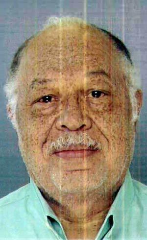 Médico condenado por matar bebês com tesoura cumprirá prisão perpétua