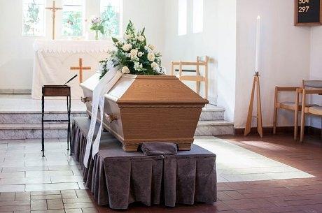 Morto se mexe dentro de caixão e cancela o seu próprio velório