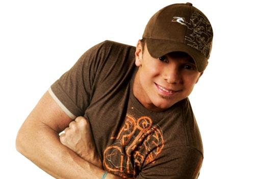 Netinho já senta e conversa aos poucos em hospital, diz assessora do cantor