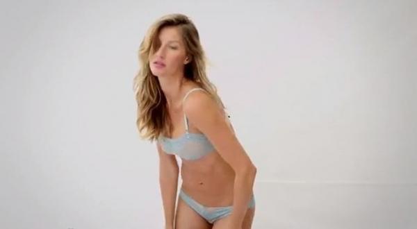 Gisele Bündchen posa de lingerie e diz que adora uma peça sexy