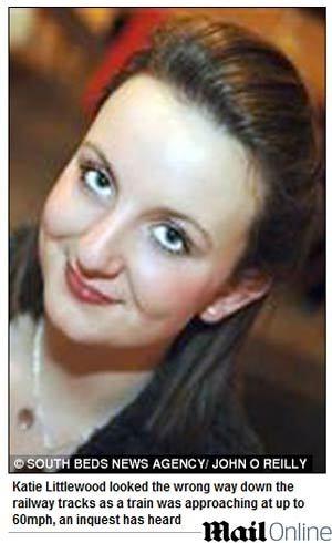 Jovem britânica morre atropelada por trem porque usava fones de ouvido