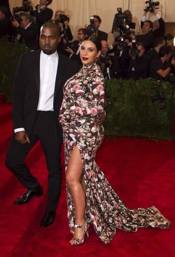Grávida, Kim Kardashian teria se irritado  com boatos de que K. West é gay, diz site