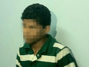 Pai entrega o filho à polícia após supostos furtos e agressões do jovem de 18 anos