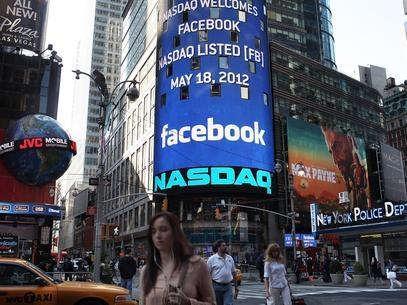 Rede social Facebook tem desvalorização após um ano na Nasdaq