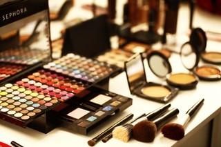 Maquiagem vencida não é bobagem! Pode causar problemas na pele