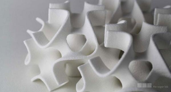 Impressora 3D cria objetos feitos de açúcar para enfeitar bolos
