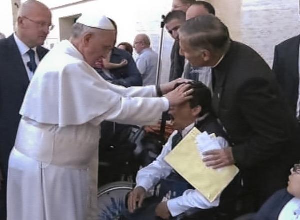 Vaticano nega que Papa  tenha feito exorcismo  em criança: