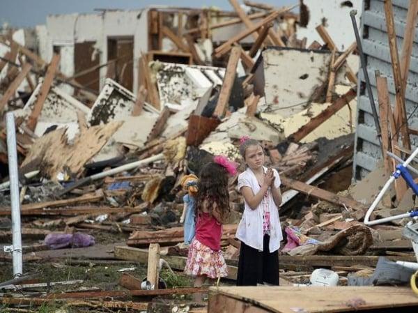 Professora protegeu crianças de tornado com o próprio corpo nos EUA