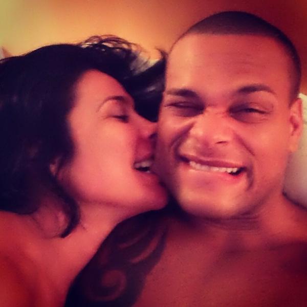 Sheila Carvalho morde o marido: