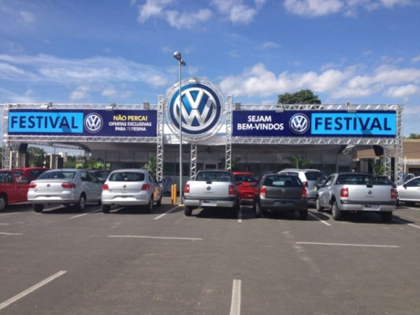 Volkswagen realiza super feirão no estacionamento do Extra