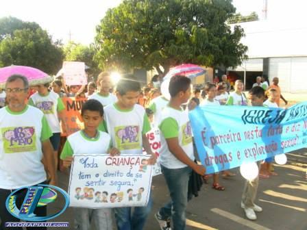 Caminhada em Hugo Napoleão em comemoração o Dia de Combate ao Abuso e Exploração Sexual de Crianças e Adolescentes