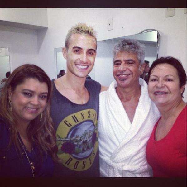 Preta Gil posta foto com novo affair em rede social e fãs aprovam