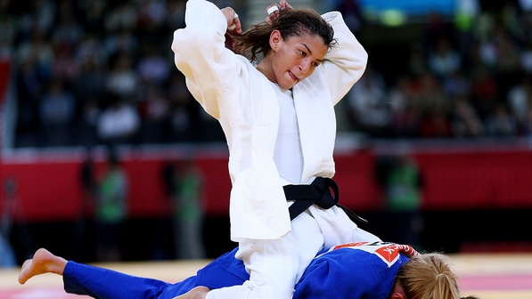 Sarah Menezes fica com medalha de prata na disputa World Masters