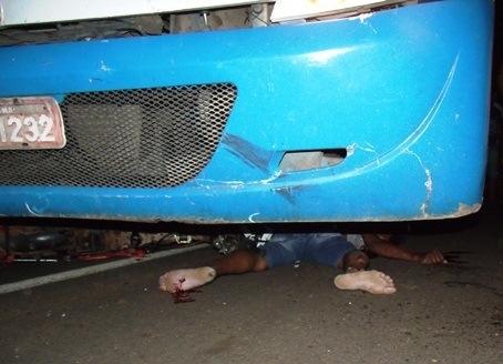 Ônibus atropela e mata motoqueiro