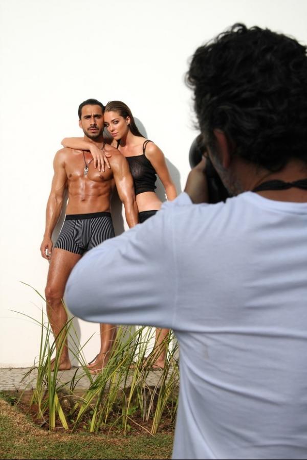 Julio Rocha sensualiza de cueca em campanha
