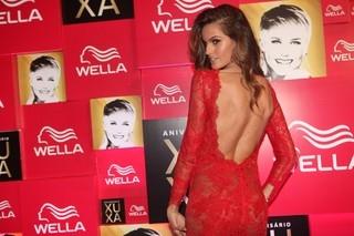Cheia de famosos, megafesta  de 50 anos de Xuxa tem shows, leilão e beijo apaixonado; saiba tudo