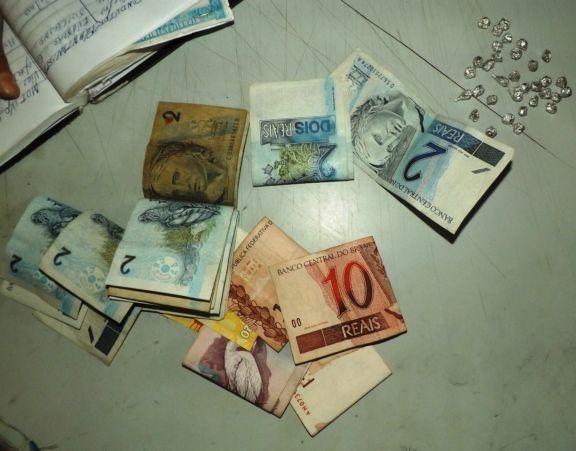 Policiais estouram ponto de venda de crack em Parnaíba