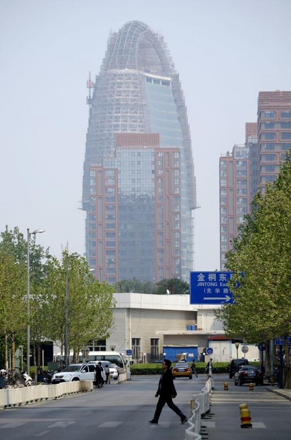 China proíbe piadas com construção que parece pênis gigante