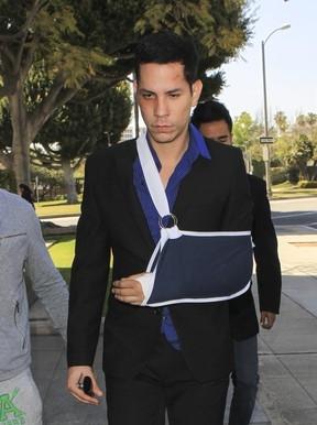 Com machucados no rosto, ex-RBD presta depoimento após agressão
