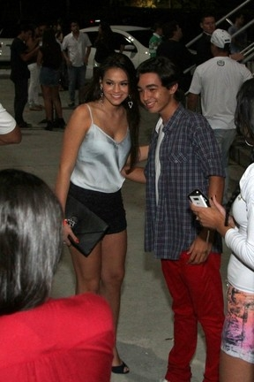Ela não para! Marquezine usa short curtinho e badala no Rio sem Neymar