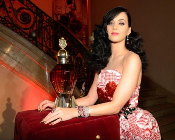 Katy Perry lança seu terceiro perfume nos Estados Unidos