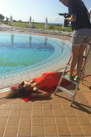 Bruna Marquezine posa para grife em Trancoso; veja making of