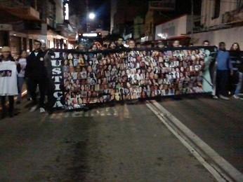 Familiares de vítimas do incêndio na boate Kiss protestam em Santa Maria