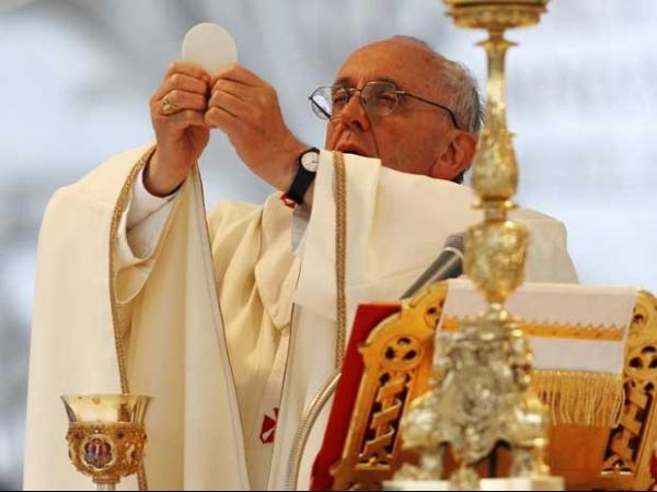 Papa exalta palavra solidariedade durante celebração em Roma