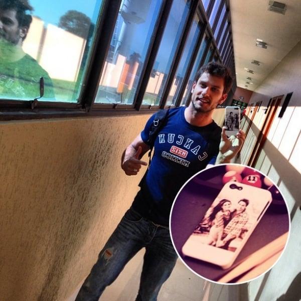 Eliéser usa capinha de celular personalizada com foto de Kamilla