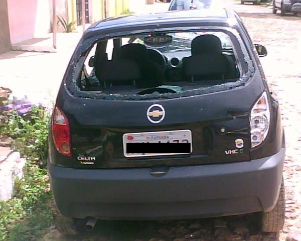 Homem destrói carro de suposto devedor após recusa de pagamento