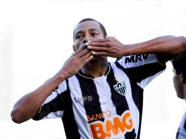 Atlético-MG goleia Tombense por 5 a 1 e confirma vaga na final do Mineiro