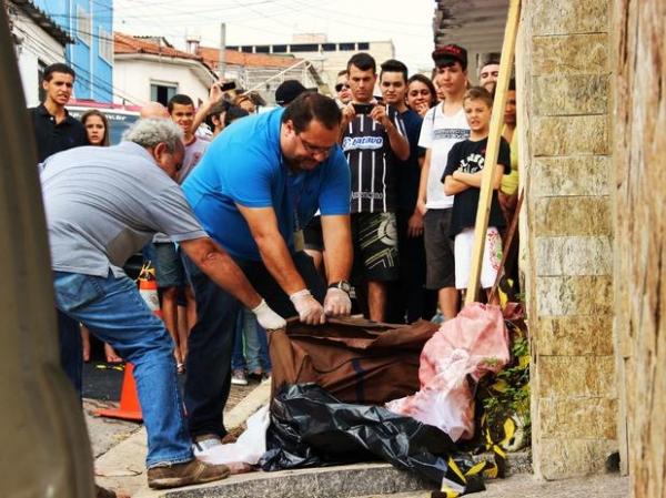 Corpo de mulher é encontrado dentro de bolsa