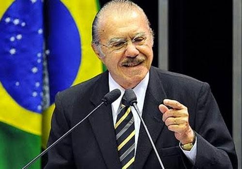 José Sarney sente dores no peito e vai para hospital de Brasília