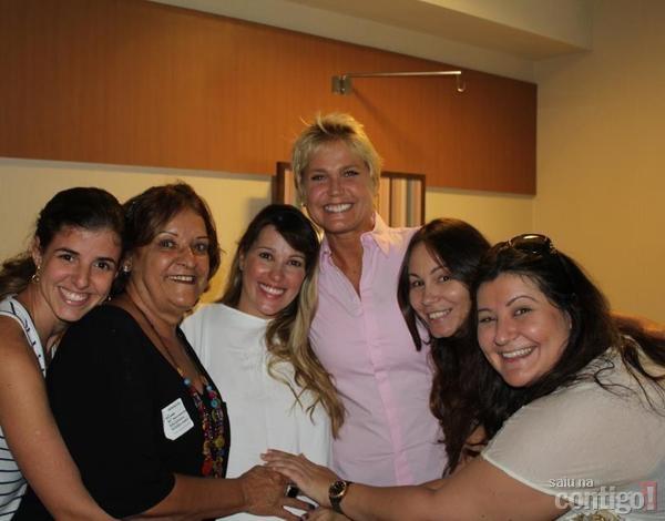 Xuxa se emociona ao assistir parto de ex-paquita Roberta Cipriani