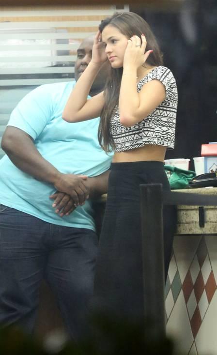 Bruna Marquezine e Neymar dividem lanche e trocam beijos após noitada