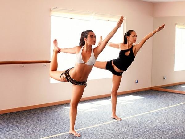 Daniele Suzuki pratica ioga em sala a 40ºC: