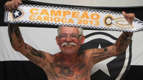 Torcedor tem 71 tatuagens do Botafogo no corpo: