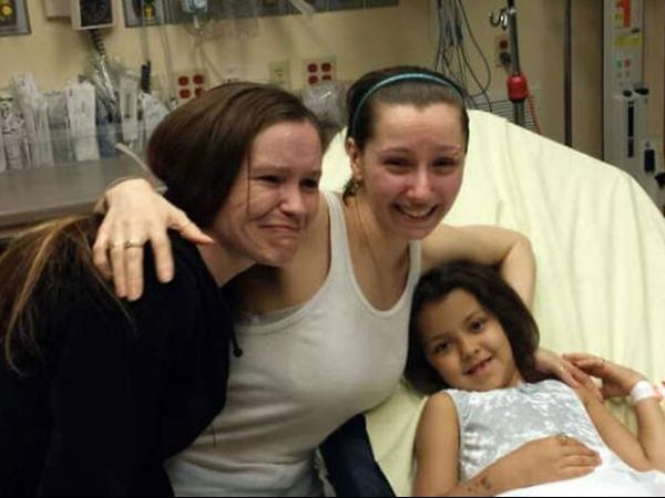 Duas mulheres mantidas por 10 anos em cativeiro deixam hospital