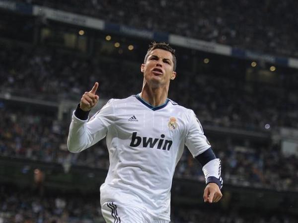 Em jogo de 8 gols, Real Madrid arrasa Málaga; Mourinho é vaiado