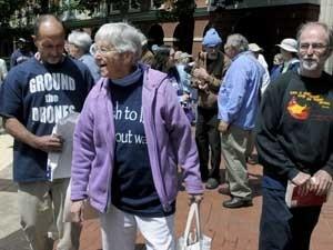 Freira de 83 anos nos Estados Unidos é condenada por invadir usina nuclear