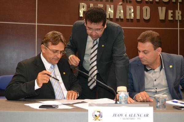 Jeová Alencar diz que oposição tenta distorcer explicações de débitos da PMT
