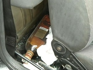 Ultrapassagem perigosa deixa 2 mortos e polícia acha uísque dentro de carro