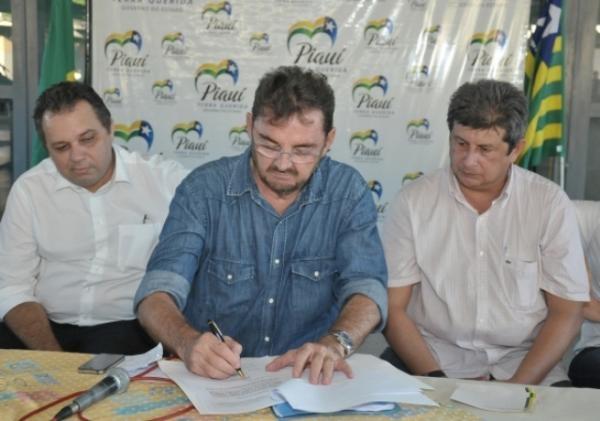 Governador assina ordem de licitação para Adutora do Litoral