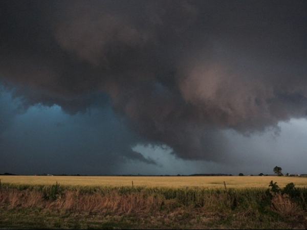 Novo tornado atinge Oklahoma City, nos EUA, e deixa ao menos 5 mortos