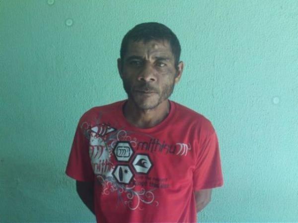 Polícia prende dois homens com drogas em Buriti dos Lopes