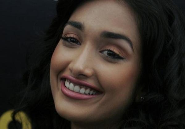 Namorado de atriz de Bollywood morta é preso como cúmplice na morte