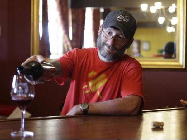 Produtor lança vinho especial em apoio ao casamento gay nos EUA